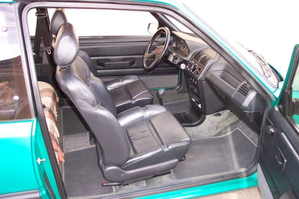 Photos de ma 205 gti lourd t l charger for Interieur 205